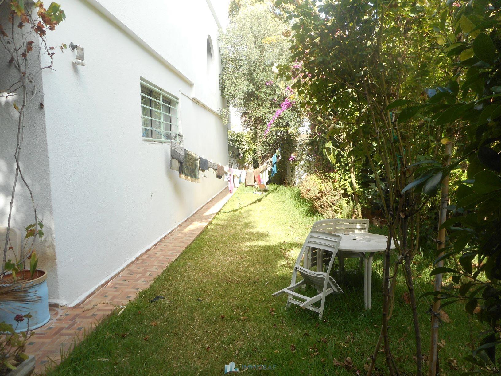 Vente villa triplex quarier El Manar Anfa Casablanca